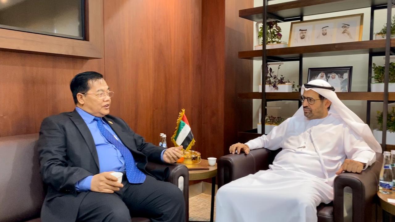 رئيس المجلس العالمي للمجتمعات المسلمة يستقبل وزير الدولة الكمبودي